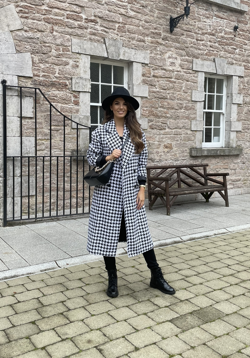 Louisa – Classic Monochrome Houndstooth Relaxed Fit Double Breasted Coat produ